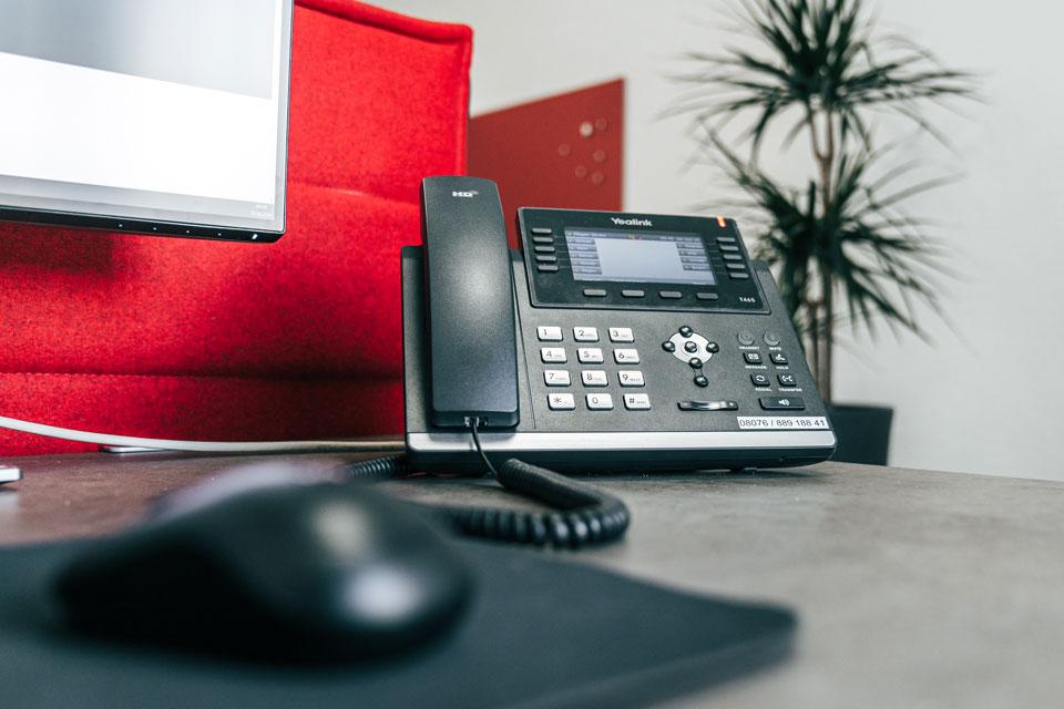 Telefon und Maus